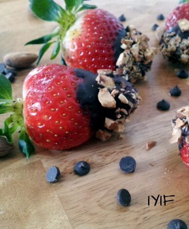 Almond studded dark chocolate dipped strawberries4